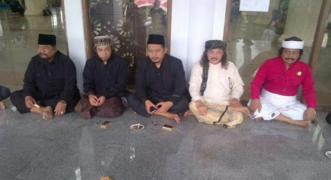 Para Calon Ketua Pagar Nusa, Gus Aiz (Dari kiri no 3) dan KH Nuril ...